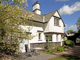 BECK COTTAGE, detached, woodburner, natural garden, parking, in Bowness & Windermere, Ref 920250 - Bowness-on-Windermere vacation rentals