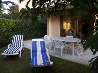Apartment with garden in Juan les Pins center - Juan-les-Pins vacation rentals