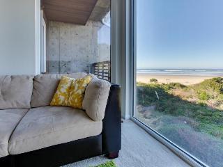 Upscale, pet-friendly beach apartment - close to beach! - Rockaway Beach vacation rentals