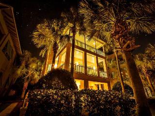 Grande Villa- 6 Bedroom Steps From Private Beach! - Destin vacation rentals