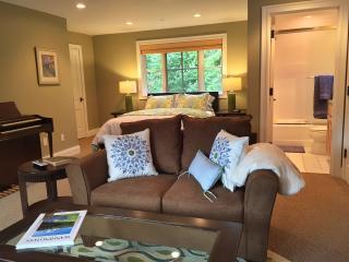 Private Estate Cottage in Bellevue WA - Bellevue vacation rentals