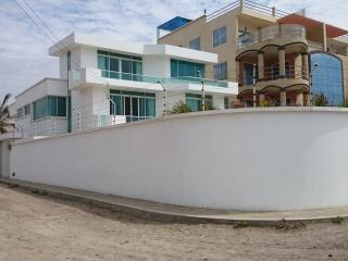 Crucita beech home. (Beach beauty) - Manta vacation rentals