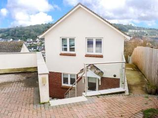 WHITE STEPS, detached, open plan, private garden, in Brixham, Ref 917465 - Dittisham vacation rentals