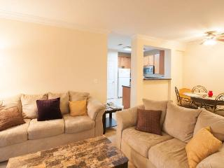 Metro-convenient Apartment in Alexandria - Alexandria vacation rentals