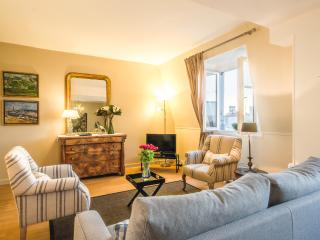 Beautiful Pont Neuf Vacation Rental with Seine Vie - Paris vacation rentals