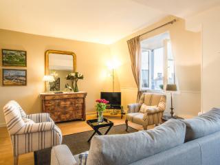Beautiful Pont Neuf Vacation Rental with Seine Views - Paris vacation rentals
