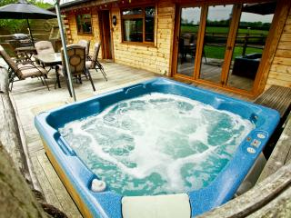 Honey Lodge - Log burner, Hot tub & Tree House - Margate vacation rentals