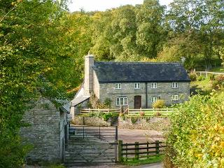 THE BIRCHES, woodburner, underfloor heating, character cottage near Hay-on-Wye, Ref. 8691 - Hay-on-Wye vacation rentals