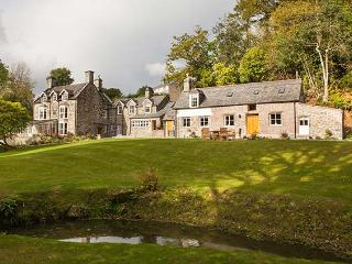 TAN LLAN, stunning Grade II listed retreat in extensive grounds, fire, woodburner, games room, superb en-suites, sought-after ac - Llwyngwril vacation rentals