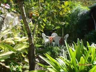 Dans un jardin / 2 cottages pour chacun - Terre-de-Haut vacation rentals