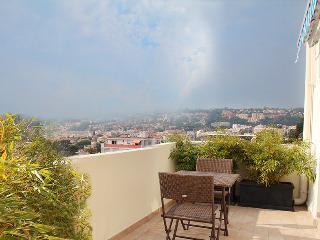 vue panoramique mer et montagne  grande terrasse - Nice vacation rentals