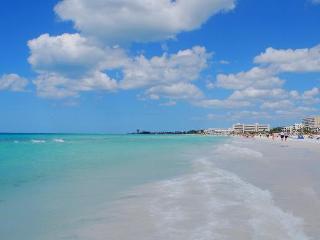 Siesta Key garden Studio 150 yards to the beach! - Siesta Key vacation rentals