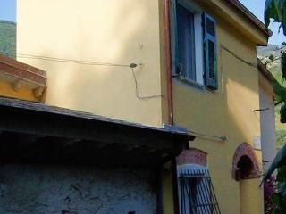 Romantic 600-year-old fishermen´s house, free WiFi - Monterosso al Mare vacation rentals