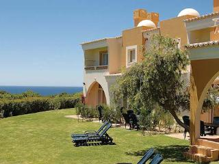 1 BEDROOM TOWNHOUSE IN A 4 STAR RESORT IN CARVOEIRO OVERLOOKING THE OCEAN - REF. PPG154644 - Albufeira vacation rentals