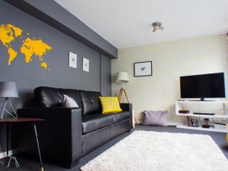 Spacious, 2 bedroom, 15 mins to Oxford Street - London vacation rentals
