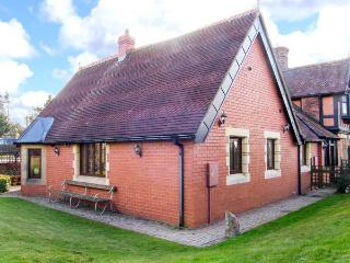THE ANNEXE, romantic, country holiday cottage, with a garden in Craven Arms, Ref 5340 - Craven Arms vacation rentals