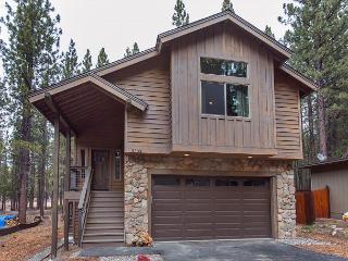 3BR/2.5BA New Breathtaking Mountain House, South Lake Tahoe, Sleeps 9 - South Lake Tahoe vacation rentals