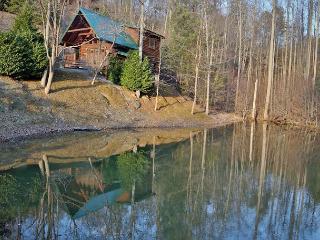 Hugs n Kisses a one bedroom cabin located in Black Bear Falls - Gatlinburg vacation rentals