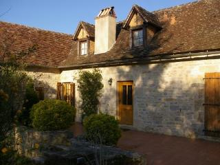 Character-filled country house in the Lot, Midi-Pyrenees, with garden, pool and fantastic terrace - Figeac vacation rentals