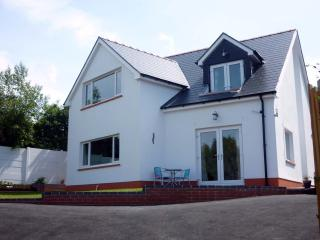 STUNNING HOUSE WITH LOVELY SEA VIEWS IN ABERPORTH - Aberporth vacation rentals