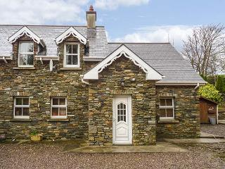 LIS-ARDAGH COTTAGE 1,  single-storey, en-suites, woodburner, patio, near Union Hall, Ref 920483 - County Cork vacation rentals
