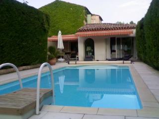 Le Tholonet 4 Bedroom Holiday Rental with a Pool, Aix en Provence - Aix-en-Provence vacation rentals