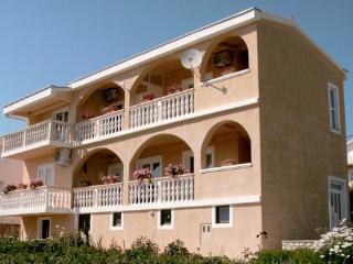 35111 A3(2+4) - Rtina - Supetar vacation rentals