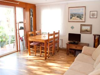 ARAN Very convenient apartment by the beach - Sitges vacation rentals