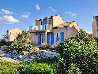 Stunning villa in coastal Saint-Pierre-la-Mer, Languedoc-Rousillon, with private pool & large garden - Fleury vacation rentals