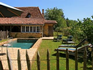 Enchanting country house in Malaussanne, in the Pyrenées-Atlantiques, with pool - Bearn vacation rentals