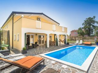 Luxury house in Buje, Croatia, with large garden and swimming pool - Gamboci vacation rentals