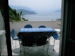 Fabulous flat in Luino, with terrace and views of Lago Maggiore - Luino vacation rentals