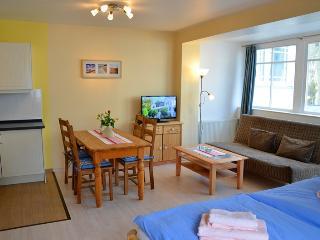 Enchanting studio apartment in Ostseebad Sellin, by the Baltic Sea - Lancken-Granitz vacation rentals