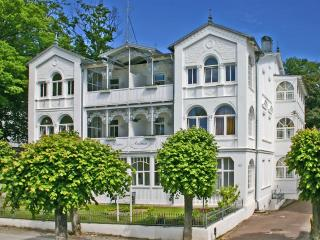 Enchanting studio apartment in Ostseebad Sellin, by the Baltic Sea - Ostseebad Baabe vacation rentals