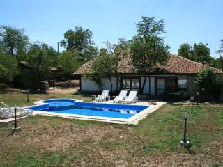 Luxurious villa in Zornitsa, Bulgaria, with beautiful pool and garden - Varna vacation rentals