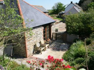 """""""Threpney Byre"""" – character-filled cottage in Cornwall with private courtyard - Looe vacation rentals"""