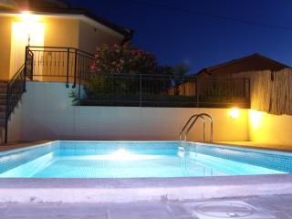 Modern bungalow in Montizana, Istria, with private pool and stunning views - Zbandaj vacation rentals