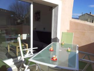 Idyllic apartment in L'Isle-sur-la-Sorgue, Provence, with sunny terrace and city view - near Avignon - L'Isle-sur-la-Sorgue vacation rentals