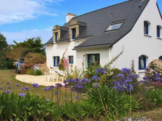 Bright apartment in Brittany, in beautiful house 100 metres from the beach - Lorient vacation rentals