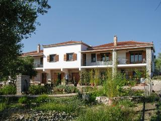Peaceful apartment in the Peloponnese with terrace and garden - Skafidia vacation rentals
