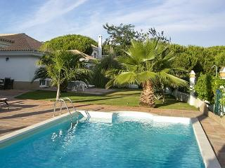 Spacious house in Huelva, on the Costa de la Luz in Spain, with terrace and gorgeous pool - Province of Huelva vacation rentals