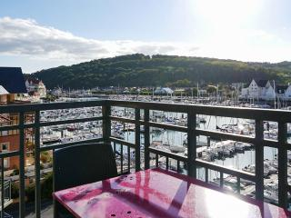 Bright apartment on the Normandy coast with balcony and sea views - Basse-Normandie vacation rentals