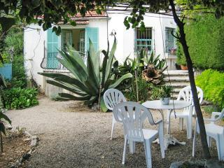 Luminous apartment in Provence with terrace and garden - Vence vacation rentals