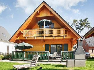 Family-friendly house with large garden and views of Lake Müritz - Schwarz vacation rentals