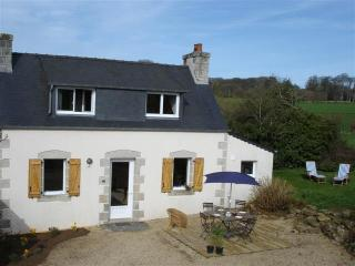 Immaculate and luminous cottage in Brittany with garden - Tremel vacation rentals