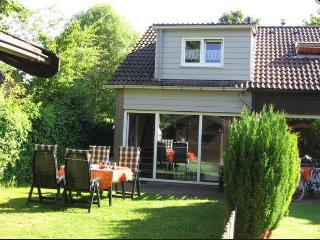 """De Tong"" – beautiful holiday house by Grevelinger Meer, near the beach! - Zeeland vacation rentals"