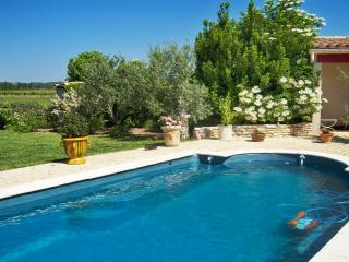 """""""La Petite Maison"""" – oriental-style bungalow near Carcassonne with swimming pool and garden - La Redorte vacation rentals"""