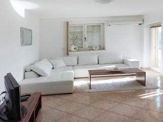 Three-bedroom apartment in Rabac, Istria, with sea-view balcony, 800m from the beach - Rabac vacation rentals