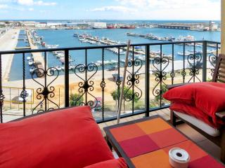 Stylish flat near the coast in Olhao, Eastern Algarve, with rooftop terrace and sea views - Algarve vacation rentals