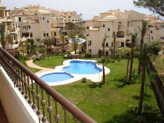 Delightful apartment on the Costa Blanca with pool and sea views, 100m from the Mediterranean Sea - Altea vacation rentals